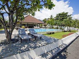 Villa Lovina-beach 1, luxury 5* villa, staff, beachfront, pool, free boattrip