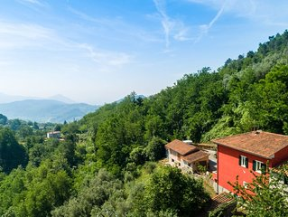 Villa in Tuscan hills, a relaxing stay in a magnificent landscape.