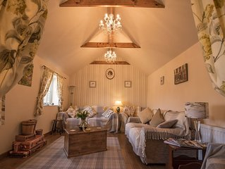 LUXURY 5* GOLD CONVERTED BARN IN A TRADITIONAL VILLAGE NORTH OF CITY OF LINCOLN