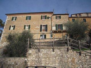 Appartamento luminoso nelle Crete Senesi, 10 min dalle terme, stupendo panorama