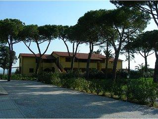 Appartamento in residence con giardino vicino al mare