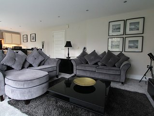 2 bedroom 2 bathroom luxury apartment, sleeps 5 overlooking bournemouth gardens