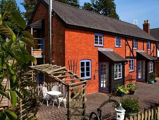 Apple Bough Cottage - Two Bedroom House, Sleeps 4