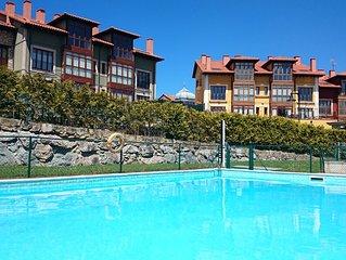 Bajo con jardín y piscina