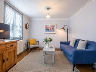 Sailmaker's Cottage | Minutes from the Quay | Luxury character 2 bed cottage