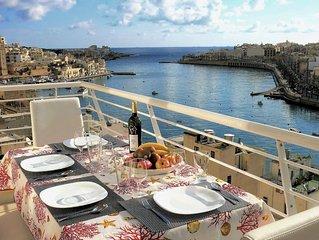 Spacious stylish penthouse - beautiful sea views