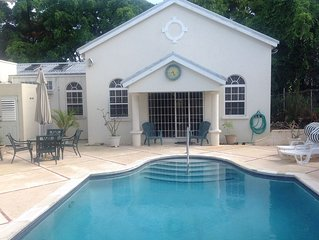 Beautifully furnished Villa/Bungalow, Large Pool/patio, Private Rd In Holetown