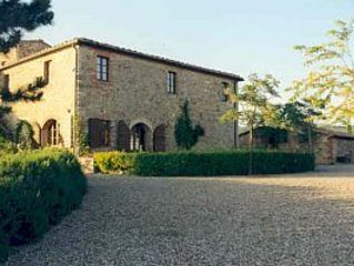 Charming Chianti hilltop house, exceptional views, large swimming pool