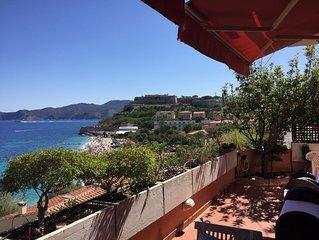 Stupendo appartamento vista mare, sopra la famosa spiaggia bianca delle Ghiaie.
