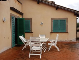 Villa con terrazza e giardino privato