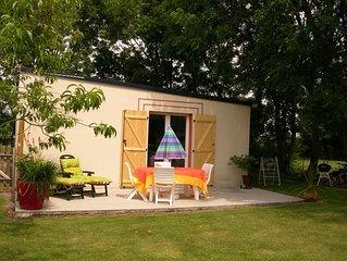 Petite maison plain-pied, jardin, terrasse, 7 km des plages, 3km du golf