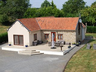 Light and airy bungalow with large terrace & heated outdoor pool