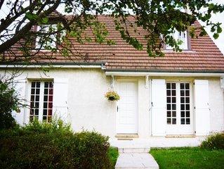 Beau studio  à 30 km de Paris dans résidence pavillonnaire.