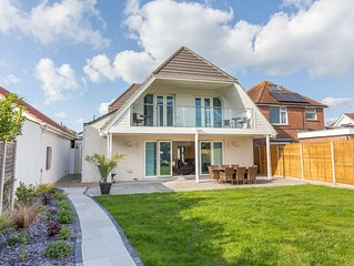 Akora, Hamworthy - Four Bedroom House, Sleeps 8
