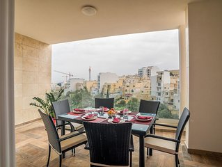 St. Julians Luxury Valley View Apartment