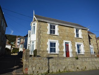 Trelawney -  a cottage that sleeps 6 guests  in 2 bedrooms