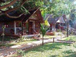 ILO VILLAGE, bungalow familial MITSIO, les pieds dans l'eau, pour 4 personnes
