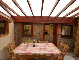 This charming semi detached holiday cottage is a few minutes' walk to the sea an