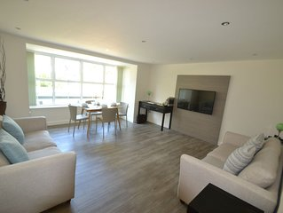 Beautiful  2 Bedroom Apartment Close to Sandbanks Beach