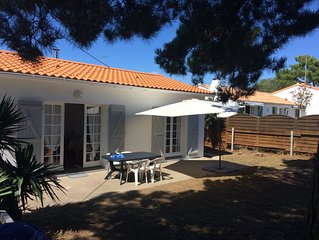 Secluded with loads of privacy, 6-minute walk to beach up to 6 people,