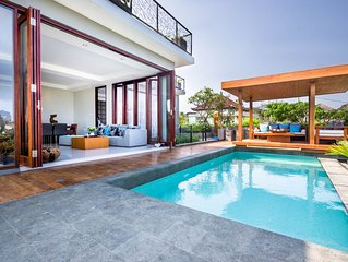 Villa Elmina- Luxury Ocean View & 15 min drive to temple!*Renovated in 2015*