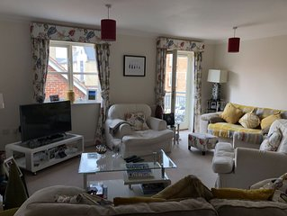 Bright clean town house 5 mins walk to City Centre