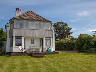 A fabulous family holiday home by the sea at Old Hunstanton with a large garden