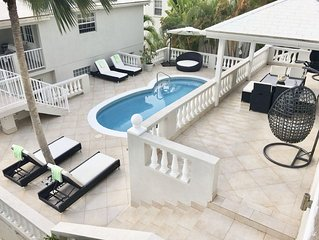 Immaculate 3 bed Villa -West Coast-Maid Service, Private Pool, Ocean view