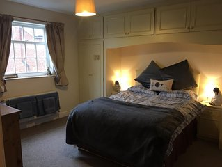 Lovely double room and huge bathroom in comfortable Farm House