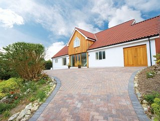 Luxurious detached house in the south of the Isle of Wight, known for its Medite