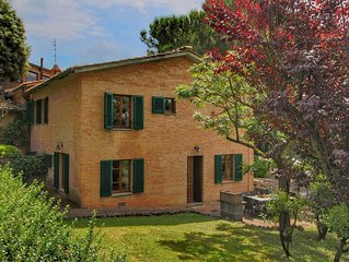 House 5 km from Siena in the hills, swimming pool and garden
