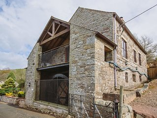 Mill Barn (Hot Tub) - Four Bedroom Cottage, Sleeps 8