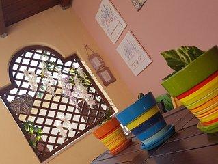 Villasimius piccola casa confortevole e deliziosamente colorata in residence