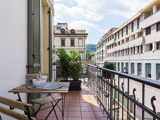 Grazioso appartamento con balcone, vicino alla bellissima Piazza Volta, a Como.