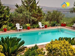 Ampia Villa con piscina, aria condizionata, internet wi-fi, parcheggio privato