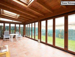 Casa nueva en zona rural con jardín y porche en centro de Navarra