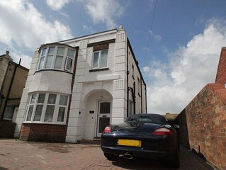 Worthing Beachside detached spacious holiday home