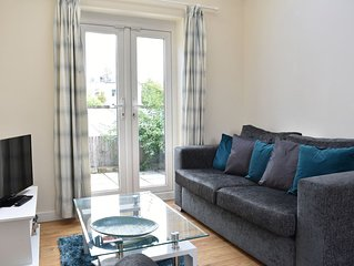The Mews Garden Cottage - cosy 2 bedroom cottage with parking