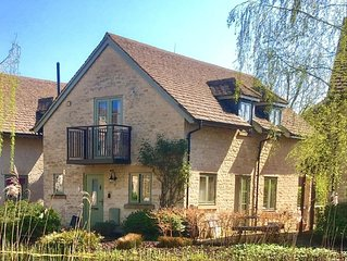 Cotswold stone cottage with on-site Spa...