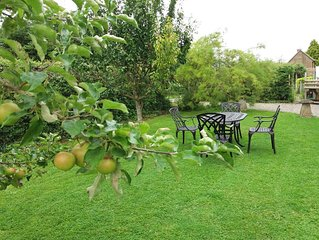 Found at the foot of Roundway Hill with it's own secluded garden. Pet friendly.