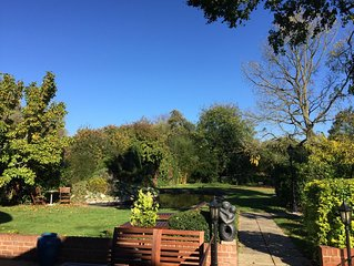 New Forest Contemporary 2 Bedroom Lodge, Village Centre, superb location