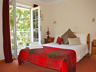 Country Setting, 10 min walk to beach, Family Friendly, sleeps 6,