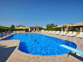 Spacious villa with 3 bedrooms, pool, Wi-Fi, close to the beach and Cefalu