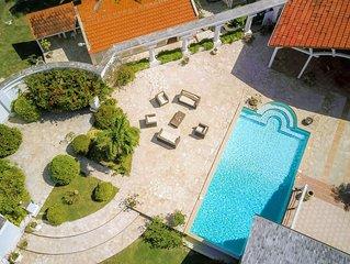 Villa de Standing ,les pieds dans l 'eau ,vue mer panoramique,  piscine