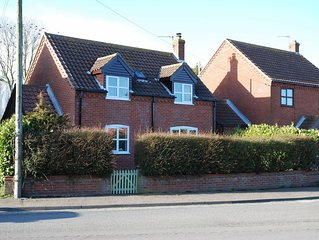 Modern Newly Refurbished Detached House. Short Walk To Beach.