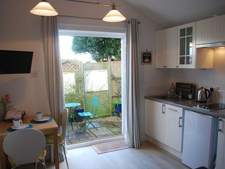 Beaches Studio is in a Fabulous Location with  Views to the Shingle Bank and Iow