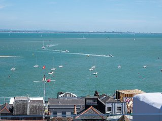 Stunning Holiday Home sleeps 10. In Prime Location Overlooking the sea in Cowes.