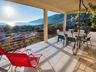 Two bedroom apartment with terrace and sea view Komiža (Vis) (A-8844-c)