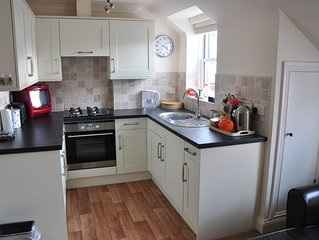A lovely quiet, purpose built flat a stones throw from beach in town centre