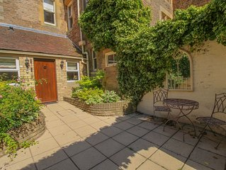 GELTSDALE GARDEN APARTMENT, Wetheral, Nr Carlisle. A cottage that sleeps 4 guest